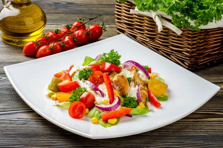 nuggets pollo: Giroscopios de pollo ensalada
