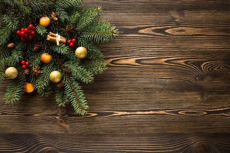 木製のテーブルの上のクリスマスの装飾 写真素材