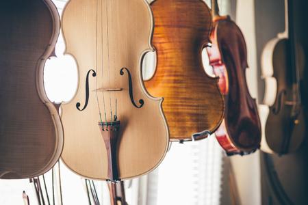Handgemaakte viool op gitaarbouwer workshop