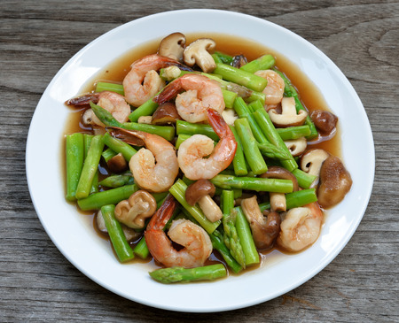nice food: Тайская еда, спаржа обжаренные с креветками