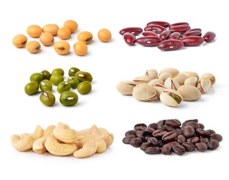 judias verdes: Anacardos, judías verdes, habas de soja, granos de café, Pistachos, frijoles aislados en fondo blanco