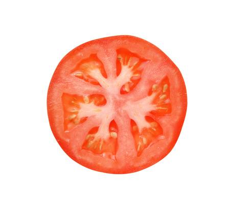 jitomates: Rebanada de tomate aisladas sobre fondo blanco