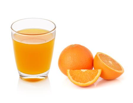 vaso de jugo: naranja natural y vidrio con el jugo