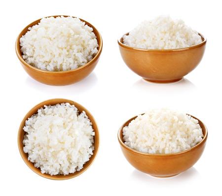 arroz blanco: Arroz en un recipiente sobre un fondo blanco Foto de archivo