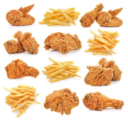 gebratenes Huhn und Französisch frites auf weißem Hintergrund. Standard-Bild