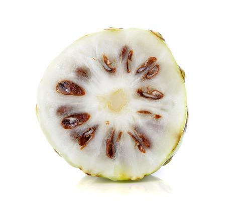 白い背景のノニ果実 写真素材