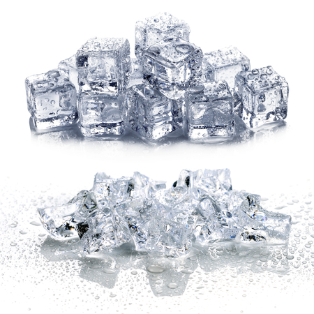 hielo aislado sobre fondo blanco