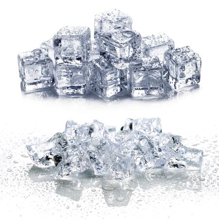 ijs geïsoleerd op witte achtergrond