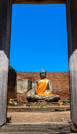 principal: Principal Buddha statue in Wat Worrachettharam The measurement is important temple in Ayutthaya, Thailand. Ayutthaya Historical Park Foto de archivo