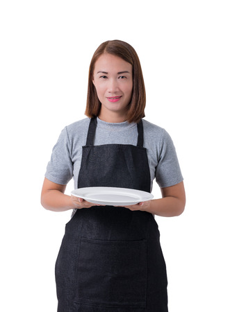 waitress, delivery woman or Servicewoman in Gray shirt and apron. hand holding empty white plate isolated on white background with clipping path Stockfoto