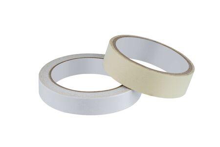 Kantoor stationaire Roll van lijm tape, plakband, dubbelzijdig klevende en plakband geïsoleerd op een witte achtergrond met uitknippad