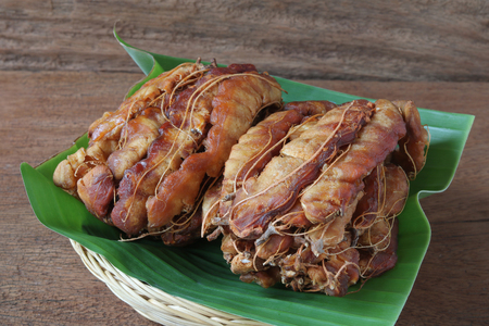 Ripe sour tamarind for thai food recipe on wood background Foto de archivo