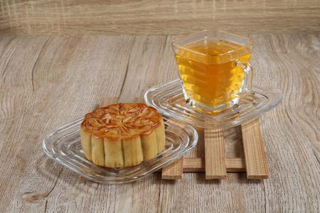Mooncake with chrysanthemum tea on wood table Archivio Fotografico