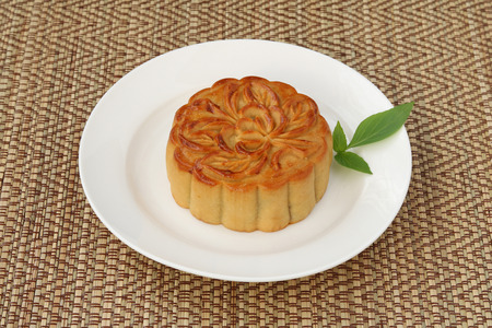 Mooncake on reed mat background,Chinese autumn festival Archivio Fotografico