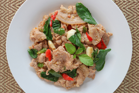 Thai spicy food,stir fried pork with basil (Pad Ka Prao Moo).This popular Thai dish serve with steamed rice. Archivio Fotografico