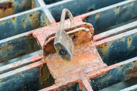 Rusty Key lock wire mesh photo