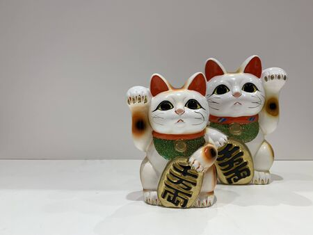 Lucky cats different hands