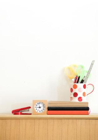 집 사무실, 흰 벽 배경에 고정식