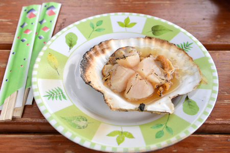 mussle: Grilled Scallop with shell at Hakodate morning market, Hokkaido, Japan Stock Photo