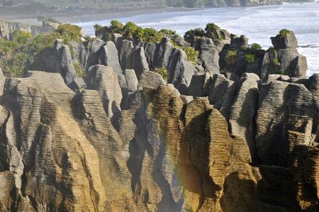 orificio nasal: Rocas de la crepe, Punakaiki, Nueva Zelanda.