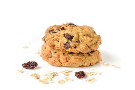 biscotti di cereali uva passa su sfondo bianco - isolato