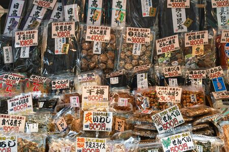 Tokyo, Japan - May 16, 2017: Varieties of dried ingredients are sold along the street at Tsukiji fish market, Tokyo, Japan Éditoriale