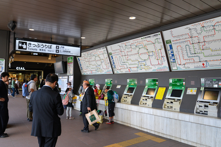 Kamakura, Japan - May 18, 2017: Tourists and local people are buying the train ticket at ticket vending machine, Kamakura, Japan Éditoriale