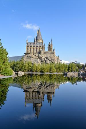 오사카, 일본 -2011 년 11 월 22 일 : Hogwarts 성 유니버설 스튜디오, 일본에서 가장 유명한 관광 명소 중 하나입니다