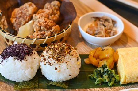 Rice balls with chicken Karaage, Japanese food 写真素材 - 131639982