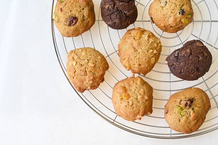 Homemade cookies on wire rack on white background 写真素材 - 134716397