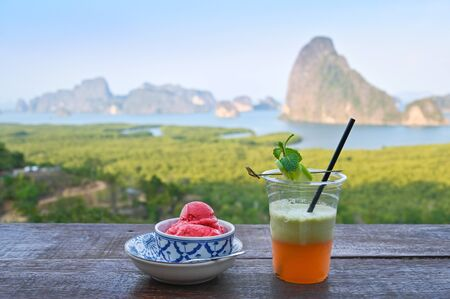 Samet Nangshe with scoop of ice cream and juice, Phang Nga, Thailand 版權商用圖片