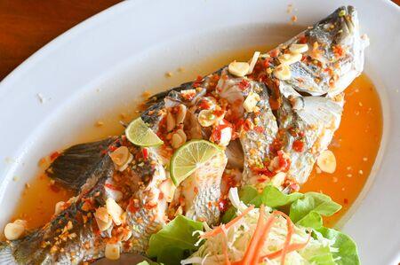 Steamed fish with lime - Thai food 版權商用圖片