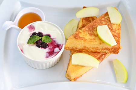 French toast with yogurt and fruits