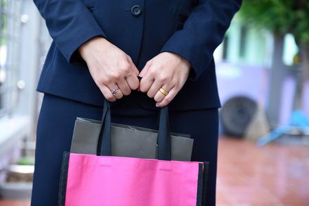 mujeres trabajando: Concepto de la mujer trabajadora y la celebraci�n de las bolsas, las im�genes de cerca.