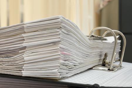 een map met documenten en belangrijk document