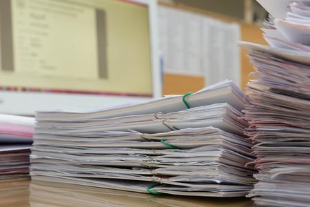 een map met documenten en belangrijke documenten