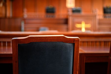 The court room considered cases related to various cases. Imagens