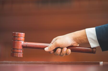 Judge held Wooden Hammer for Adjudge Judicial of Lawyer In the courtroom Zdjęcie Seryjne