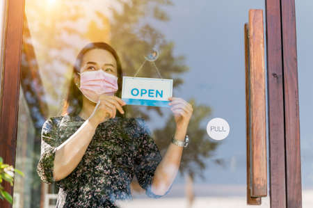 Sme business owner woman opens coffee shop and food,After the government relax quarantine measures to prevent epidemic. 免版税图像 - 160116797