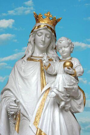 madona: Virgen Mar�a (Madre Mar�a) con Jes�s en el cielo de fondo  Foto de archivo