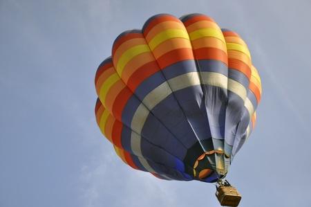 hot balloon on blue sky Stock Photo - 13246218