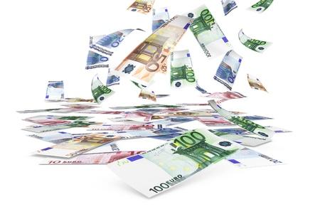Dinero concepto con una lluvia de billetes de euro que caen en el fondo blanco