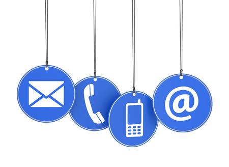 Website en internet contact met ons op pagina concept met pictogrammen op vier blauwe opgehangen tags op witte achtergrond Stockfoto