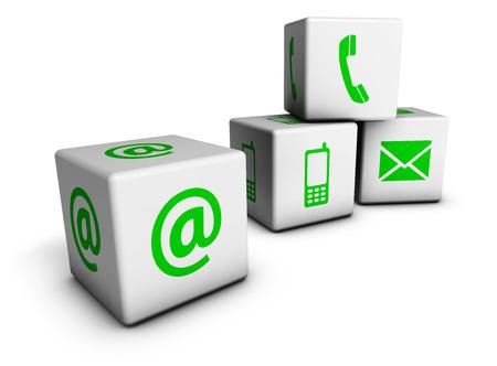Dört küpler et ve yeşil simgeleri ile internet iletişim bize kavramı ve sembol beyaz zemin üzerine izole