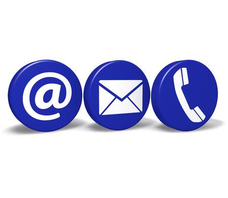 iletişim: Web ve internet bize beyaz arka plan üzerinde izole üç mavi yuvarlak düğmeleri de e-posta ile kavramını ve telefon simgeleri ve sembol temasa