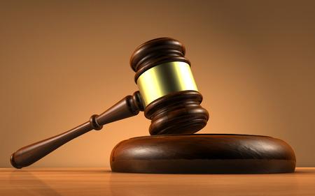 Richter, Recht, Rechtsanwalt und Gerechtigkeit Konzept mit einer Nahaufnahme 3D-Rendering von einem Hammer auf einem hölzernen Schreibtisch mit braunem Hintergrund.