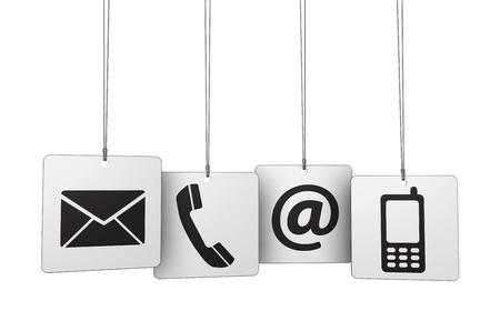 iconos: Web cont�ctenos Concepto de Internet con el correo electr�nico, tel�fono m�vil y en el icono y s�mbolo en cuatro etiquetas colgadas para el sitio web, blog y en las l�neas de negocio.