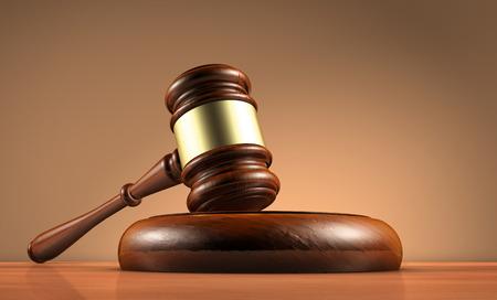 Rechter, wet, advocaat en legaliteit concept met een close-up 3D render van een hamer op een houten bureaublad met donker rood-bruine achtergrond.