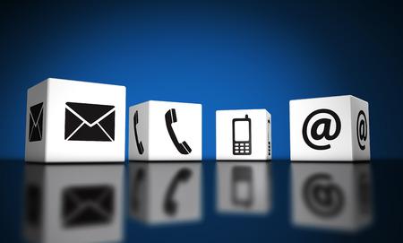 Web contact met ons op en verbinding concept internet met e-mail, mobiele telefoon en pictogrammen en symbolen op kubussen met bezinning en blauwe achtergrond voor de website, blog en online business.
