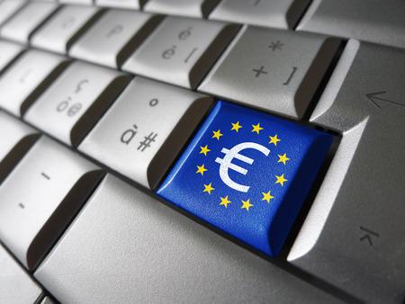 image financiële concept van de Europese Unie met euro symbool, teken en pictogram op een laptop computer sleutel met de EU-vlag voor blog, website en online business.